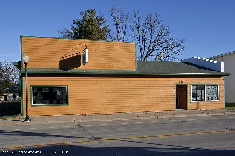 1800399 - Commercial Building with 4 bdrm home attached